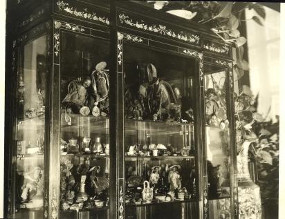 Charlot Goupil Louis vitrine 1970